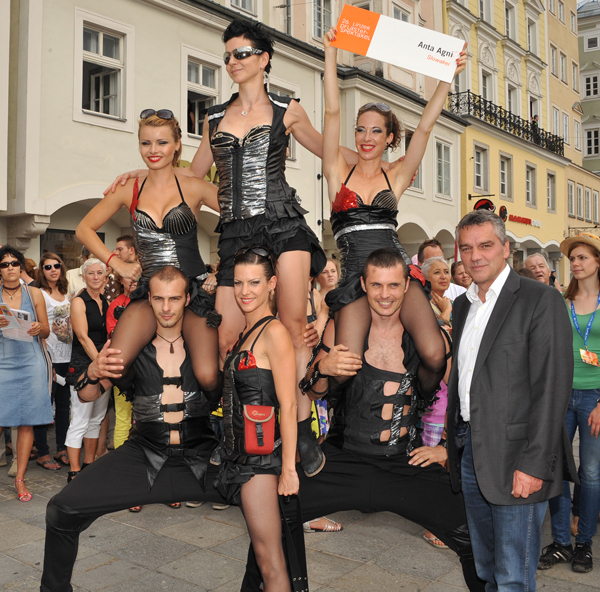Linz Pflasterspektakel - Anta Agni Firedancers with Mayor - Street Fire Show