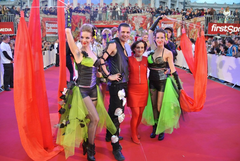 Life Ball - Anta Agni Performers - Fire and UV Light Show - Vienna