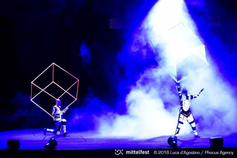 Anta Agni Cube Juggling under UV light. Show on Mittelfest - Tetro Del Fuoco