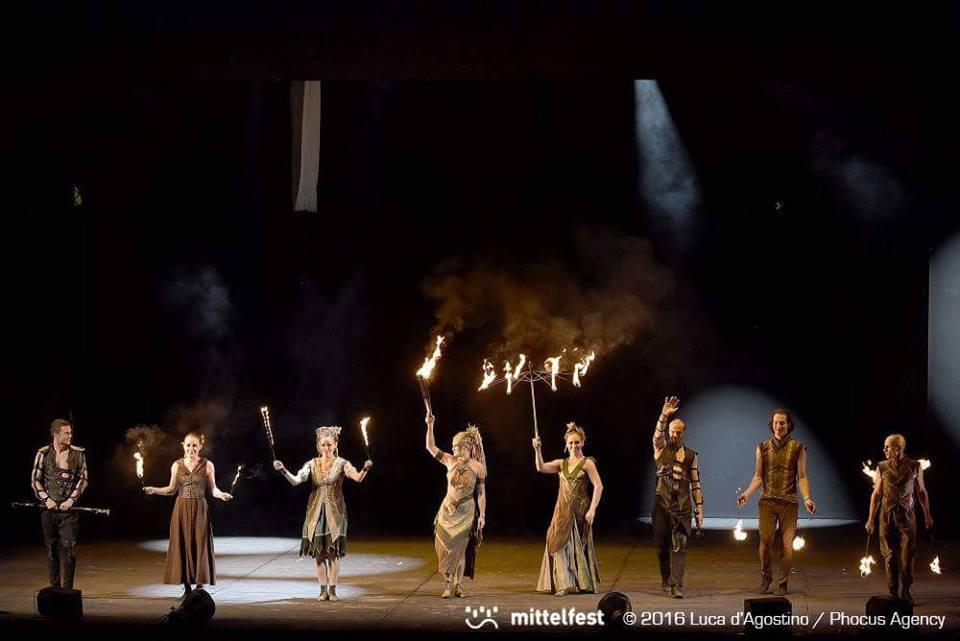 Anta Agni UV Light Dance Mittelfest Teatro Del Fuoco