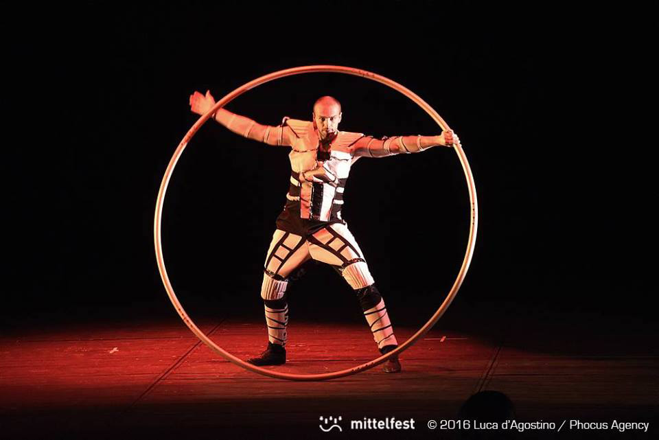 Anta Agni Performer Cyr Wheel - Mittelfest - Acrobatic Show Tetro Del Fuoco
