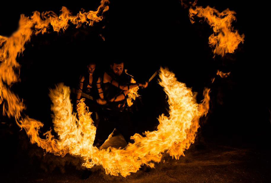 Visual fire effects in the form of big flames - Anta Agni Show